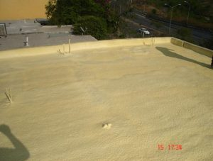 Poliuretano su tetti residenziali